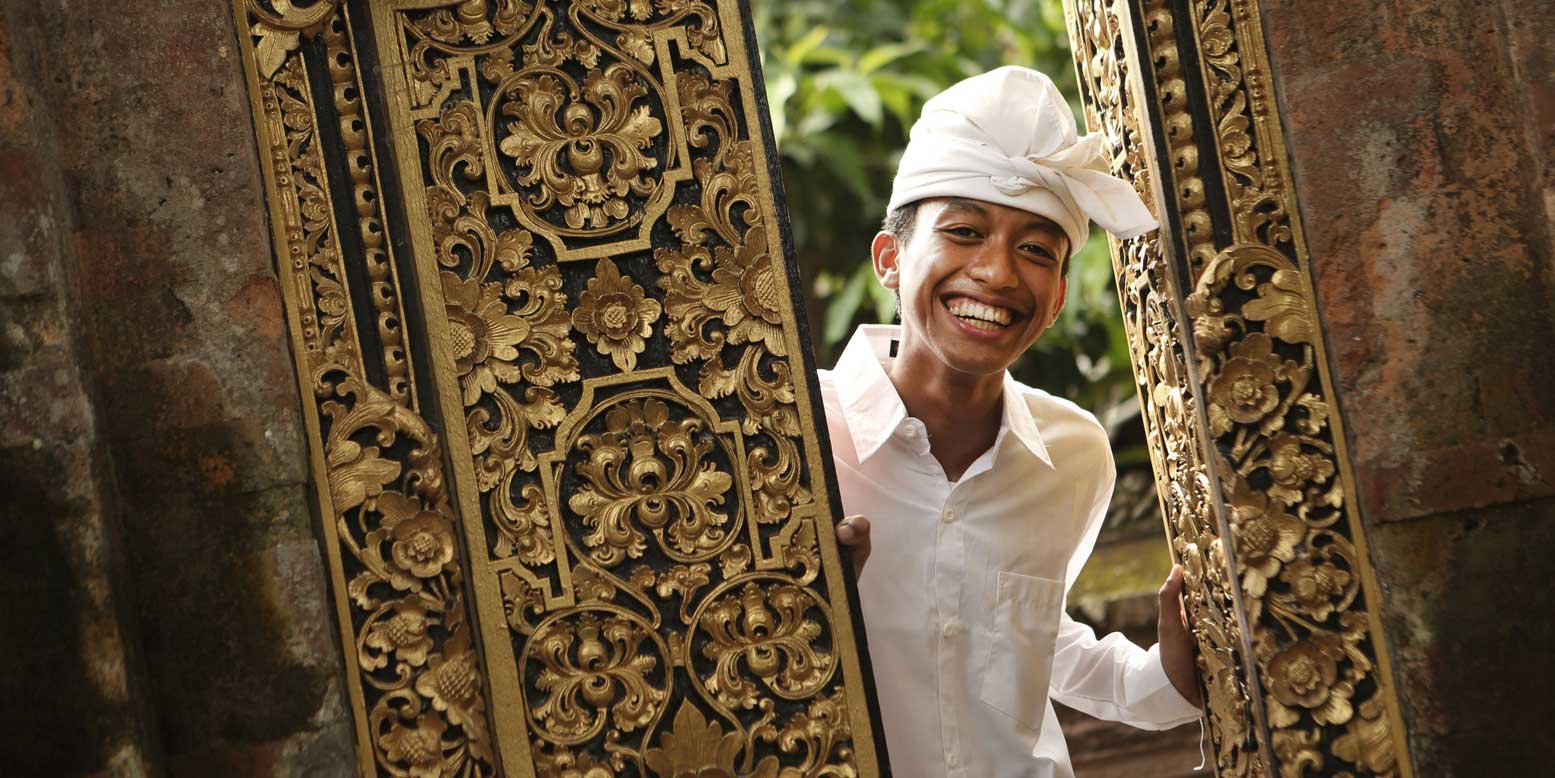 smile balinese people